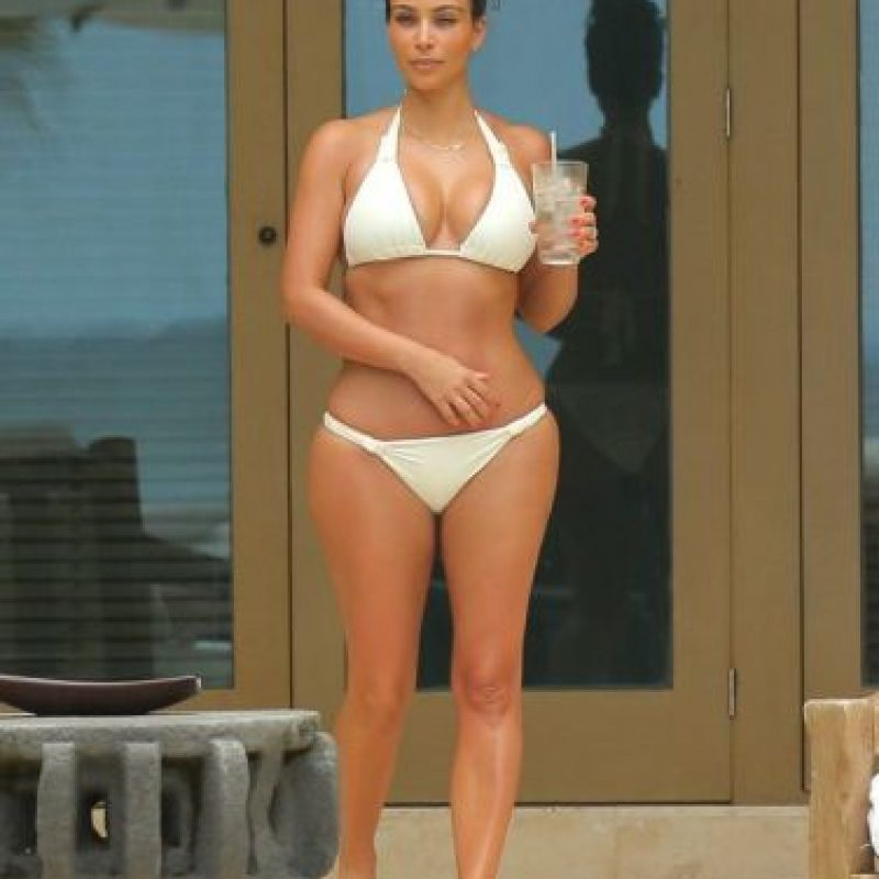 Fotos kim kardashian sale a la calle sin ropa interior for En la calle sin ropa interior