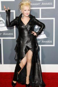 Cyndi Lauper siempre hace estas cosas. Extravagancia barata. Foto:Getty Images