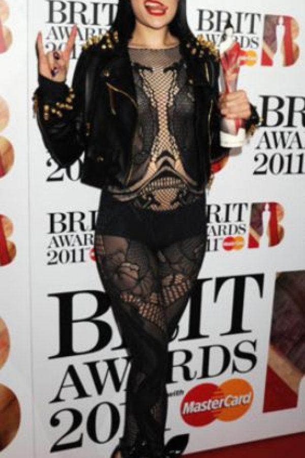 Y Jessie J supo que verse como cabaretera gótica no ayudaba mucho en su carrera… Foto:Getty Images