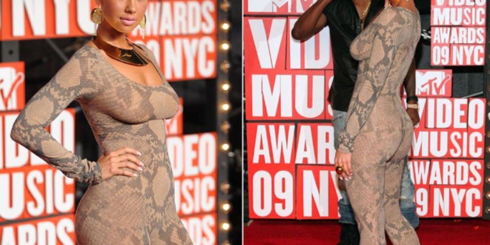 """""""Sobriedad"""" no es una palabra que se acomode a una mujer con gusto para los accesorios excéntricos, que recuerdan más a un performance que a un editorial de moda. Foto:Getty Images"""