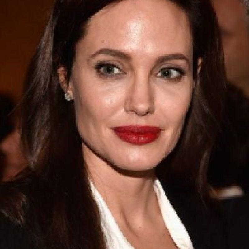 """Angelina Jolie, en 2004, dijo al semanario brasileño """"Isotoé"""": """"Adoro a las mujeres. Claro que sé cómo darles placer. Sé lo que ellas quieren. Hice el amor con muchas mujeres varias veces. Y creo que lo hago muy bien, ninguna reclamó"""". Foto:Getty Images"""