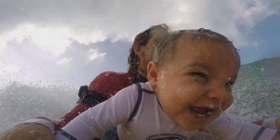 VIDEO: El bebé surfista que dividió al mundo