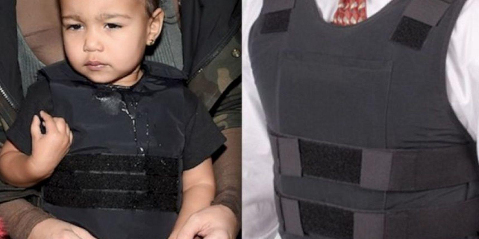 6. Con casi dos años de edad, la pequeña North West cuenta con más de 200 prendas de diseñador en su guardarropas, pero… ¿estos diseños incluyen un chaleco antibalas? Foto:Instagram