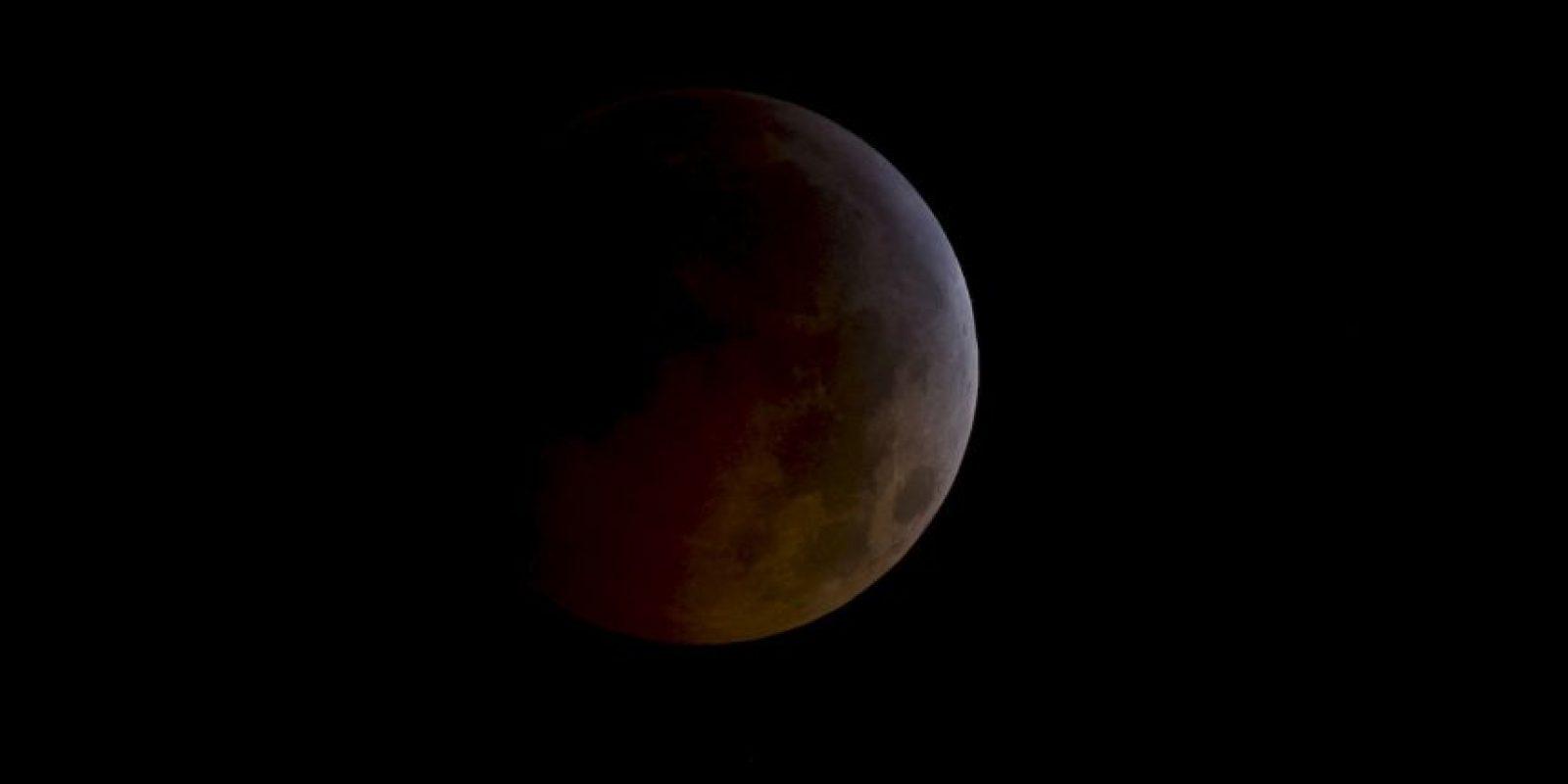 Acercamiento de un eclipse lunar desde el espacio. Foto:Getty