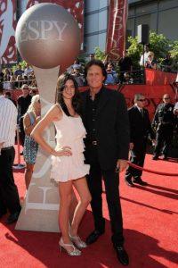 La revista US Weekly se disculpa con la hija de Bruce Jenner por publicar falsas declaraciones Foto:Getty