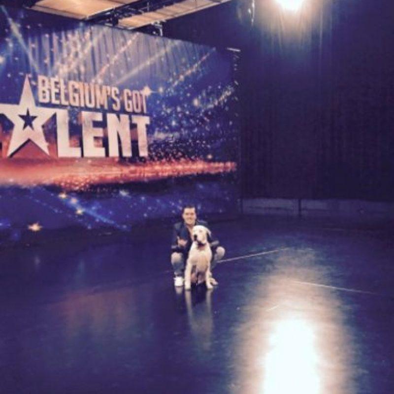El canino llamó la atención por imitar a Whitney Houston Foto:Vía Facebook Mick En Daphnée Depreytere