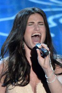"""En los premios Oscar de 2014, John Travolta presentó a la cantante como """"Adele Dazeem"""". Foto:Getty Images"""