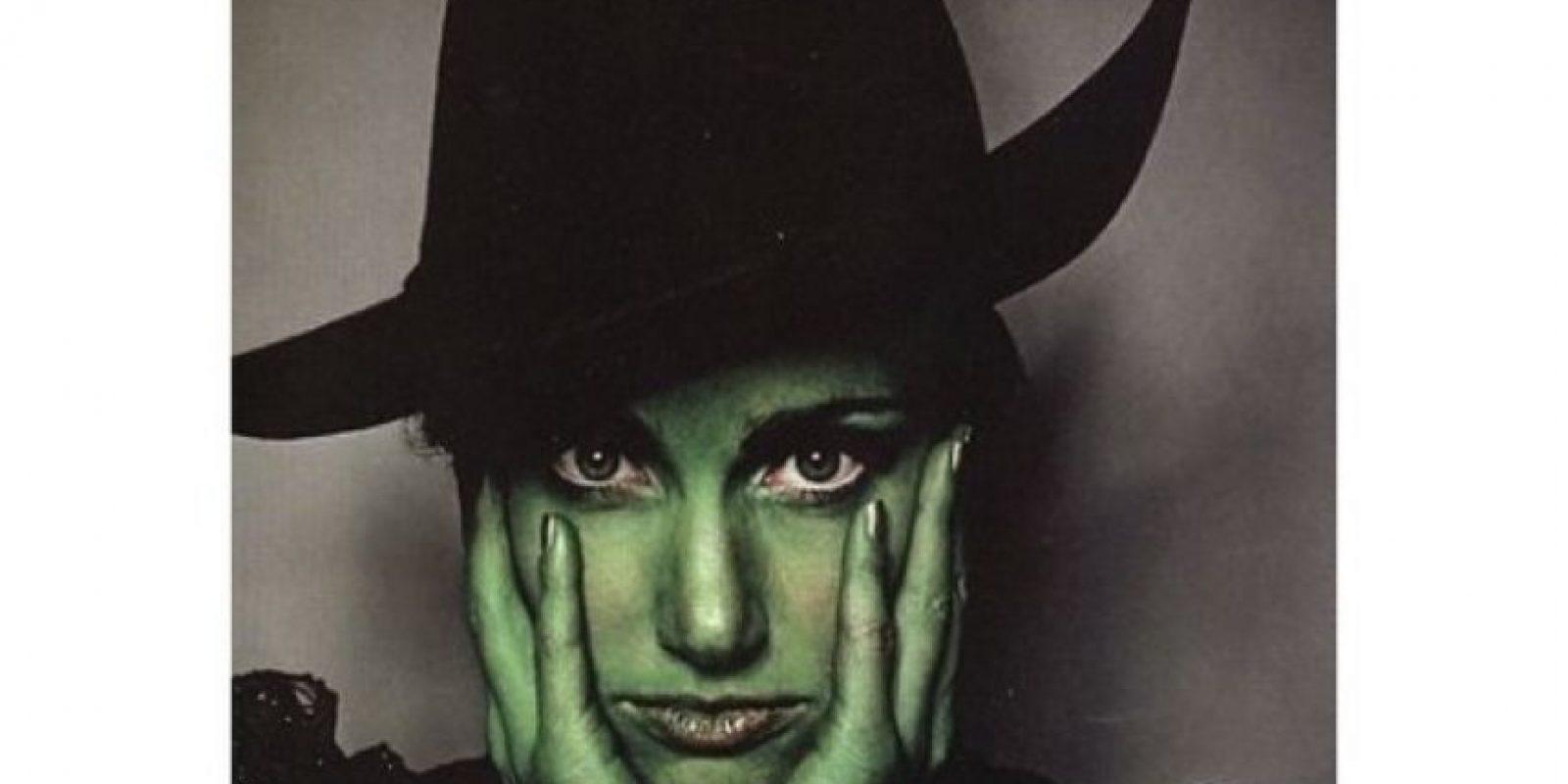 """En 2004 interpretó a """"Elphaba"""" en el musical """"Wicked"""", que narra la historia de las brujas del clásico cuento """"El mago de Oz"""" Foto:Instagram @idinamenzel"""