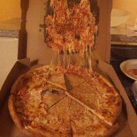 Cartón con queso, la nueva especialidad. Foto:BuzzFeed