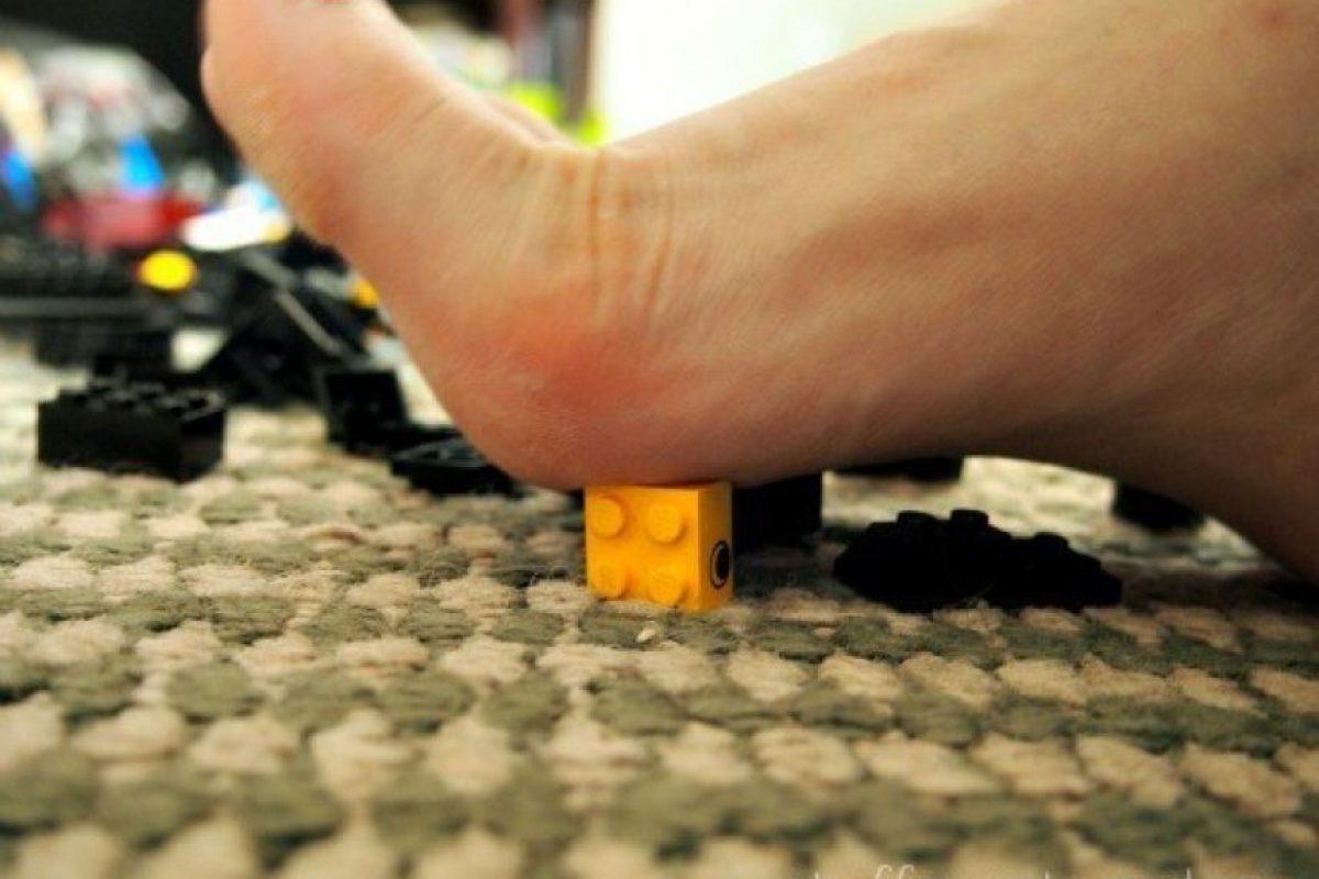 Pararte sobre un lego Foto:BuzzFeed