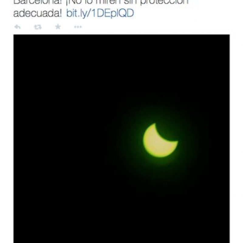 Medios españoles dedicarón muchos twitters al eclipse. Foto:Twitter @LaVanguardia
