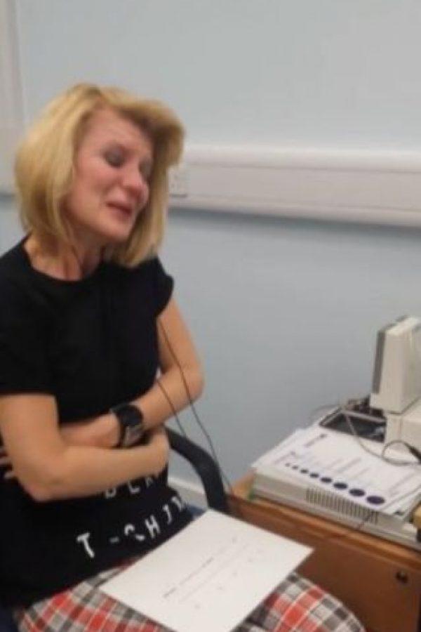 Afectada con el Síndrome de Usher, no pudo escuchar nada por 40 años. Foto:Youtube