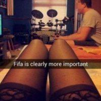 Una mujer evidenció que su novio prefería jugar videojuegos de fútbol antes que tener sexo con ella. Foto:Snpachat