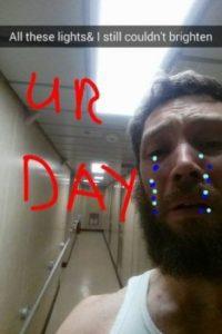 Billy se burló de sí mismo tras romper con su novia pintándose lágrimas falsas creadas en Paint. Foto:Reddit