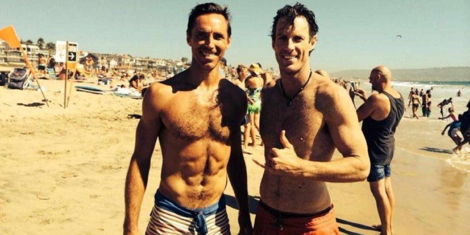 Nash en la playa con los amigos. Foto:twitter.com/SteveNash
