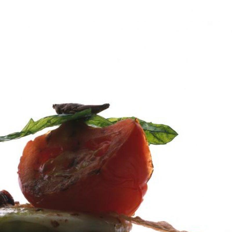 Ensalada de jitomates verdes y rojos con figura arquitectónica Foto:Cortesía: Restaurante Dulce Patria