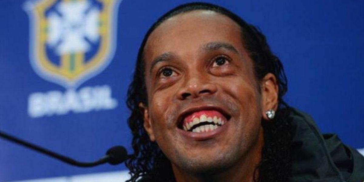 Ronaldinho le echa porras al Barça