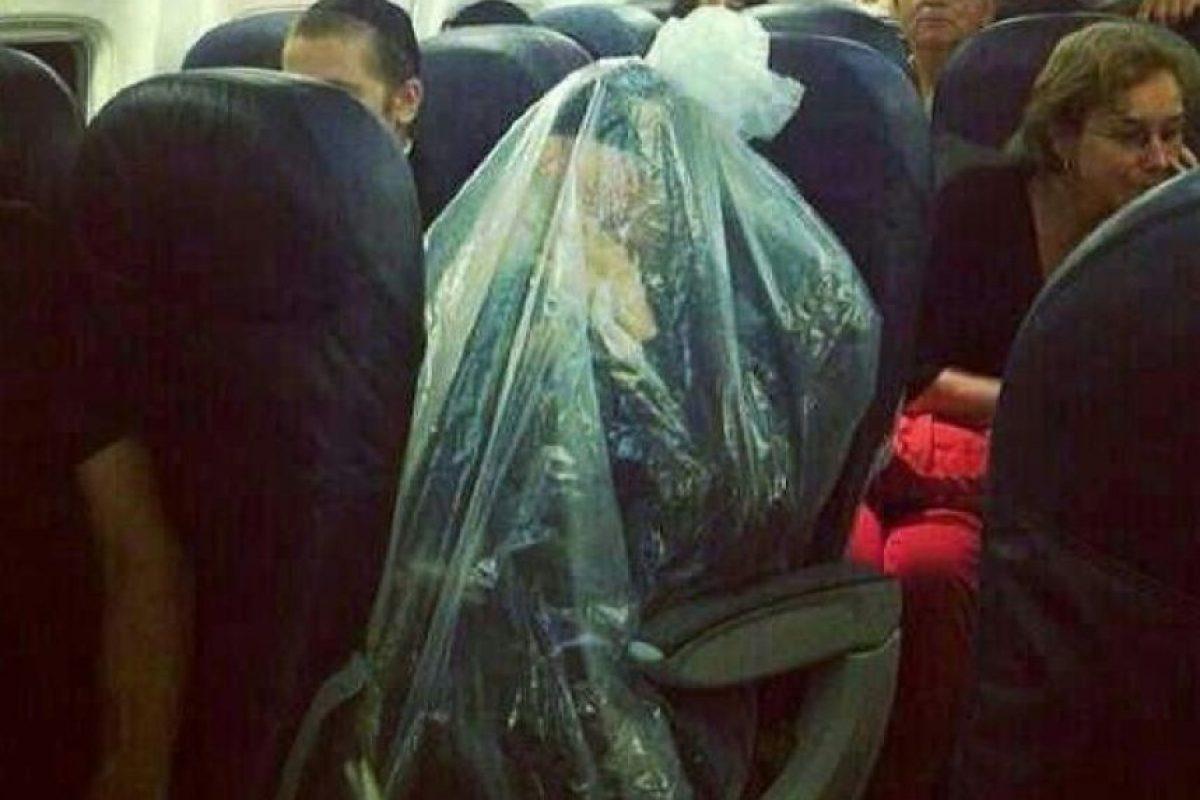 "Interesante forma de ""aislarse"" Foto:Passenger Shaming"