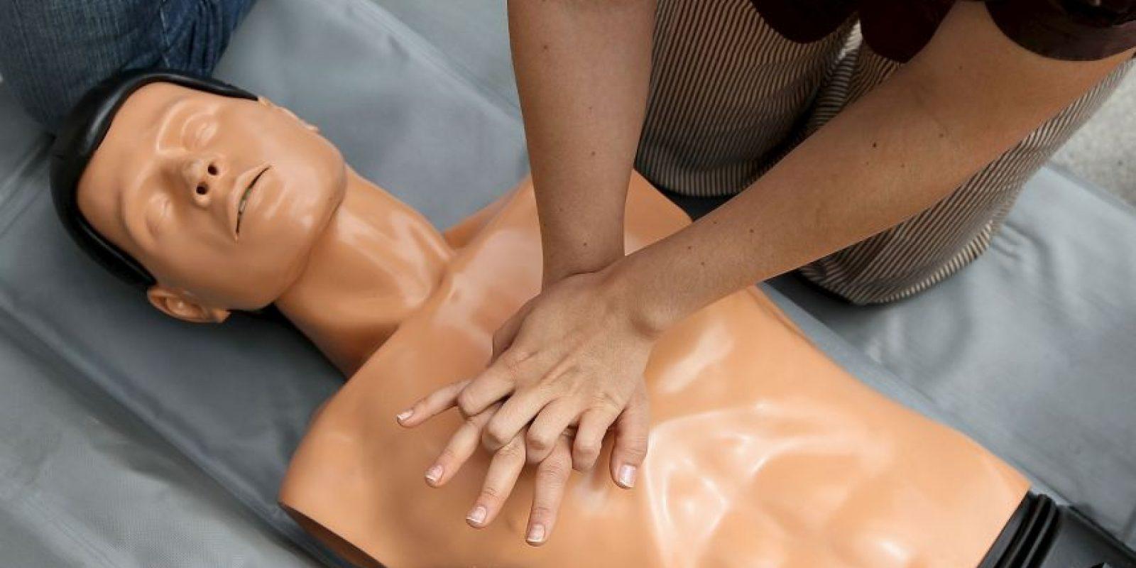Los primeros auxilios inmediatos son muy importantes en una emergencia por intoxicación. Los primeros auxilios que se administren antes de conseguir ayuda médica pueden salvar la vida de una persona. Foto:Getty Images
