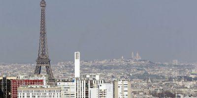 Por contaminación, París prohibe que circulen la mitad de sus autos