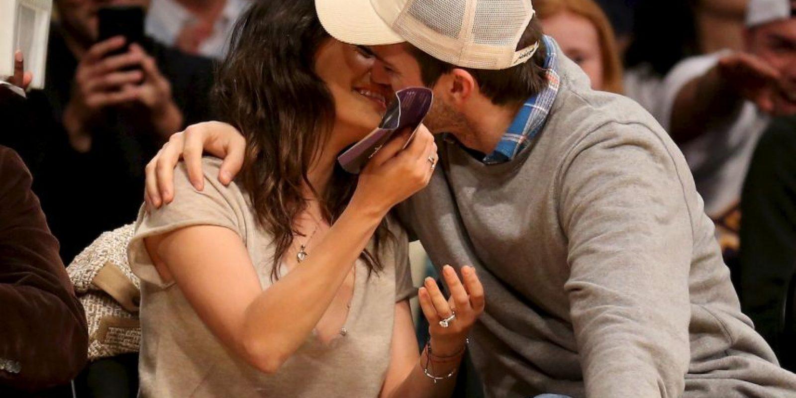 """Ashton Kutcher encontró de nuevo el amor junto a su excompañera de reparto en la serie """"That '70s Show"""", Mila Kunis. Foto:Getty"""