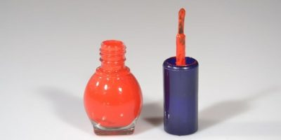 1. Utilicen un esmalte con sabor amargo. El sabor desagradable les recordará que deben dejar sus uñas tranquilas. Foto:Tumblr.com/Tagged-uñas