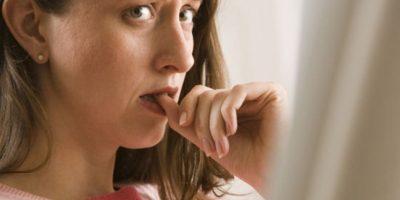 El sentir que nuestras uñas tienen ciertos bordes molestos es un motivo para mordernos las uñas Foto:Pixabay