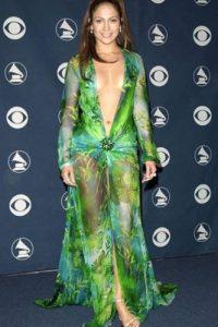 Sensualidad desbordante: Desde su aparición en 1999 en los Grammy, JLo sabe cómo lucir su figura y mostrarla sin recurrir a la literalidad. Ha refinado su estilo en los últimos años. Foto:Getty Images