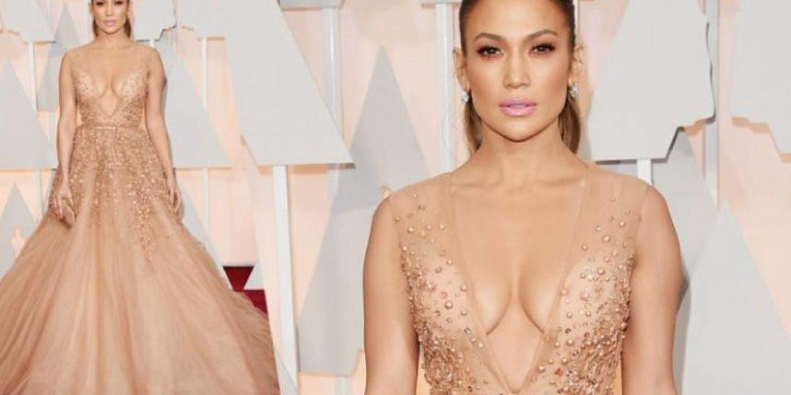 Vestidos con ajuste perfecto: Este fue el que usó en los pasados Oscars. Ella sabe elegir sus atuendos y cómo llevar incluso el que se sale de su línea habitual. Foto:Getty Images