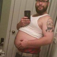 Frente al espejo mostrando la pancita de embarazo. Foto:Tumblr.com/tagged-poses-mujeres
