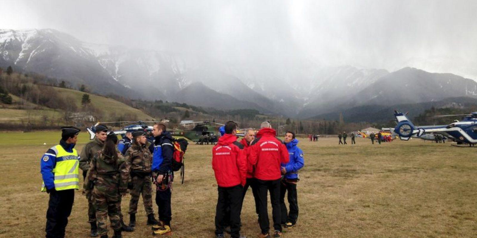 Equipo de rescate busca los cuerpos Foto:Getty Images