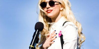 """Pero Lady Gaga se siente igual que antes: """"me sigo sintiendo la mujer extraña e incomprendida que era en la escuela, pero con mucha más gente para salir"""". Foto:Getty Images"""