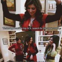 """6. Kim celebra: """"¡Ayer estaba entre las más buscadas en AOL!"""". Kourtney le dice: """"Y también como la segunda persona más estúpida según el New York Post"""". Foto:E!"""
