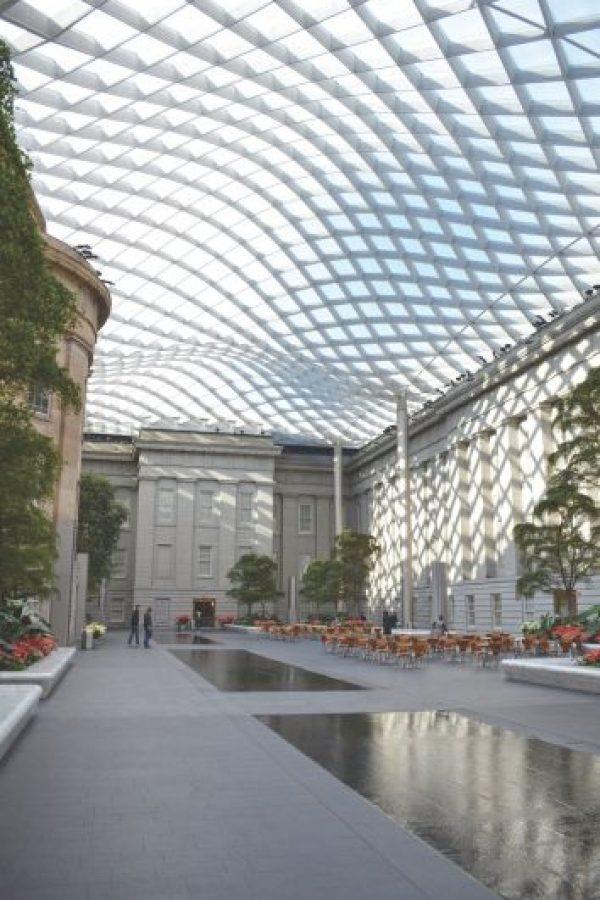 En la foto: El Patio Kogod, en la Galería Nacional de Retratos y el Smithsonian American Art Museum Foto:Tim Evanson / Flickr