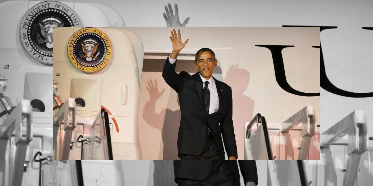 VIDEO: Barack Obama casi se cae del avión presidencial