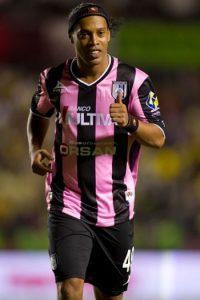 Desde que llegó a Querétaro, Ronaldinho ha participado en 19 partidos oficiales, en los que sólo ha marcado tres goles. Foto:Getty Images
