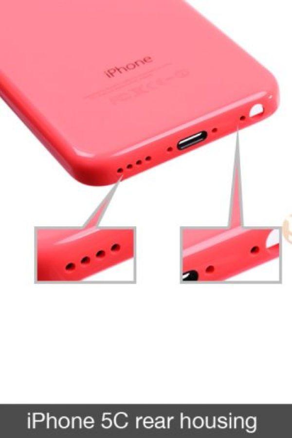 iPhone 5C solamente tiene una fila de orificios. Foto:futuresupplier.com