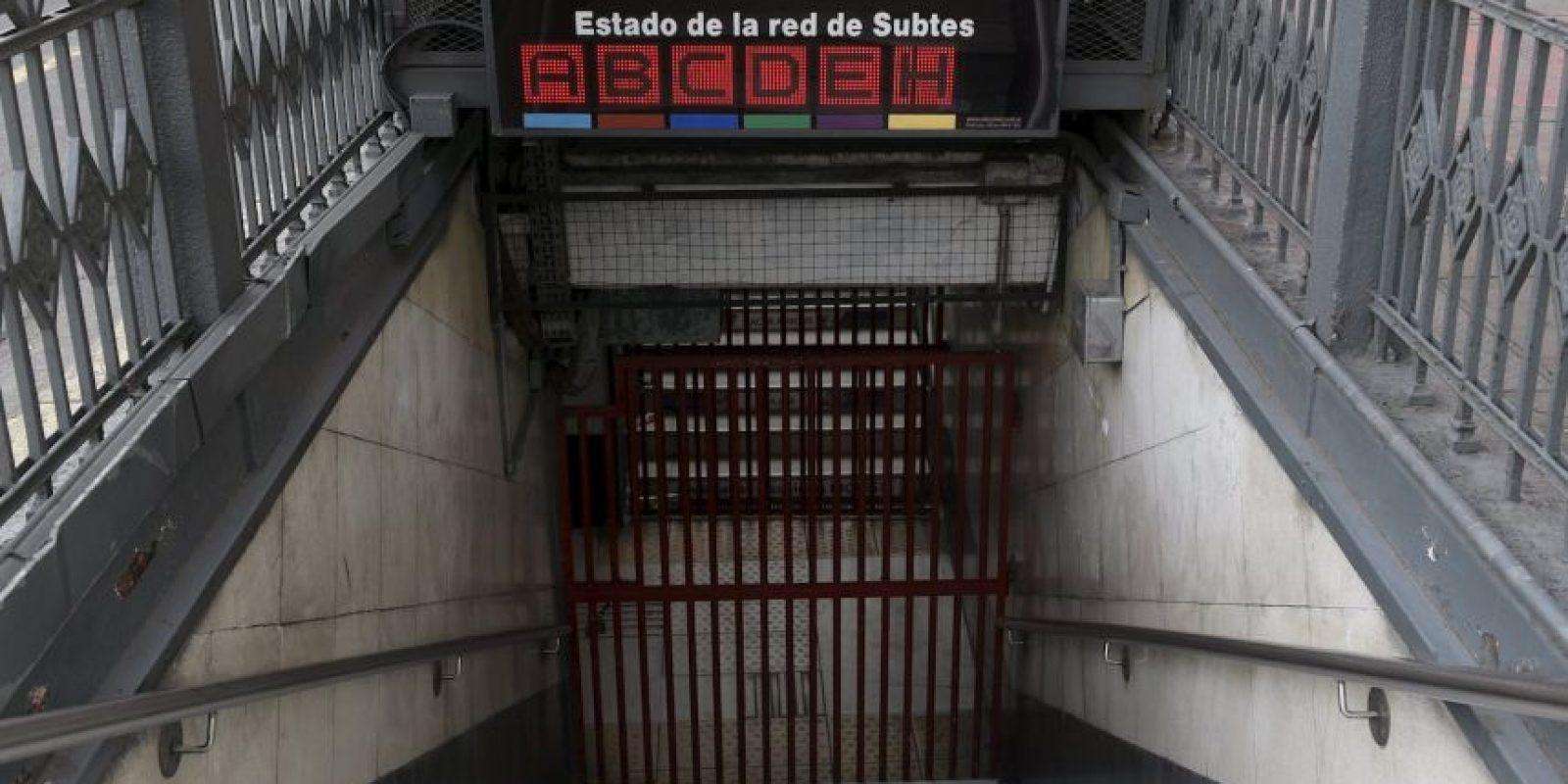 El anuncio indica que las instalaciones estarán cerradas hasta el término de la huelga. Foto:AFP