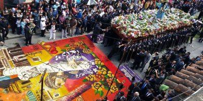 GALERÍA. Impresionante alfombra de alumnos de la Escuela de Artes espera a