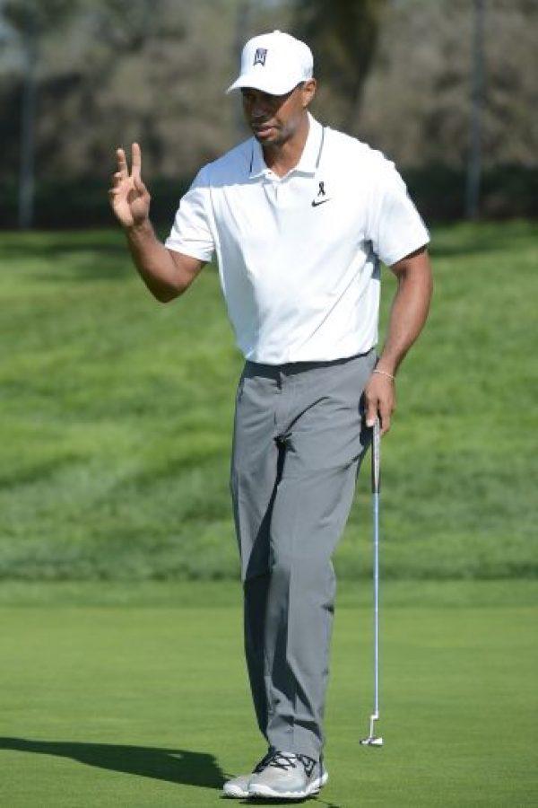 Tiger Woods. Suele portar camisas rojas en las rondas finales de los torneos, por la relación que tienen con los colores de la Universidad de Stanford, el lugar donde estudió Foto:Getty Images