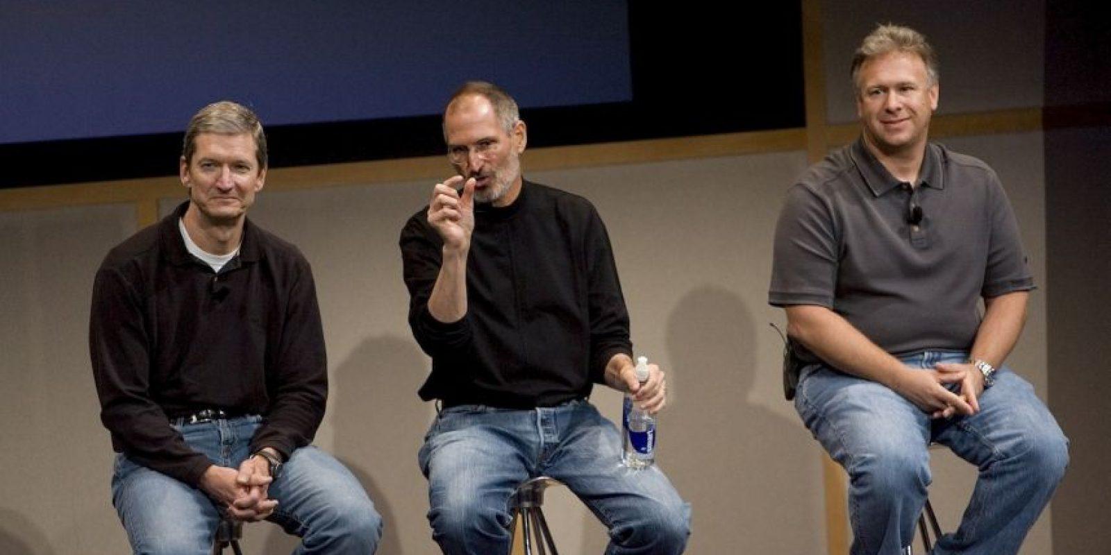 Como CEO, Tim Cook almuerza con empleados al azar en la cafetería de Apple, algo que Steve Jobs raramente hizo. Foto:Getty