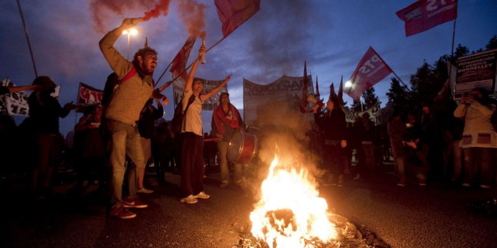 Manifestantes bloquean carreteras de Buenos Aires. Foto:AP
