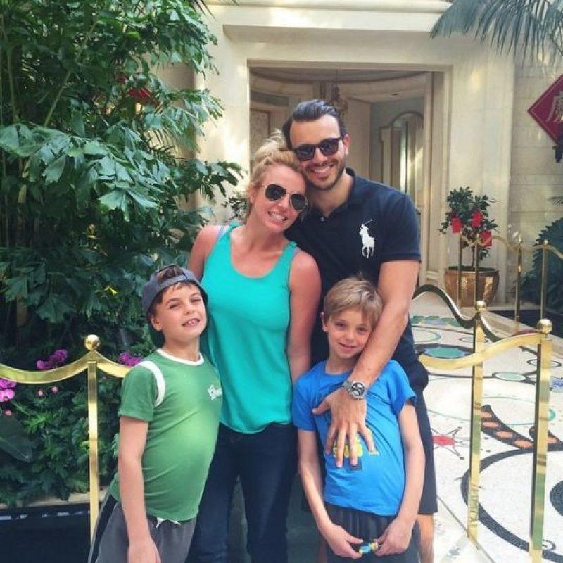 La cantante está de vacaciones en Hawai, en compañía de sus hijos y de su pareja: Charlie Ebersol. Foto:Instagram Britney Spears
