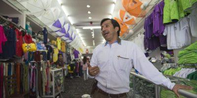 """Maco Aguirre es un comerciante de la zona 3 que incursionó en la """"moda"""" de ropa interior con los logotipos de los partidos políticos Foto:Oliver De Ros"""