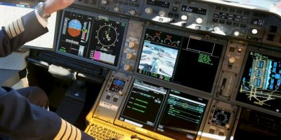 Se escucharon golpes metálicos que dejan pensar que el piloto intentó abrir la puerta de la cabina. Foto:Getty