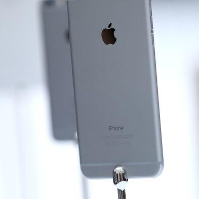 Los nuevos iPhone 6 y iPhone 6 Plus integran iOS 8, la última versión del sistema operativo de la tecnológica. Foto:Getty