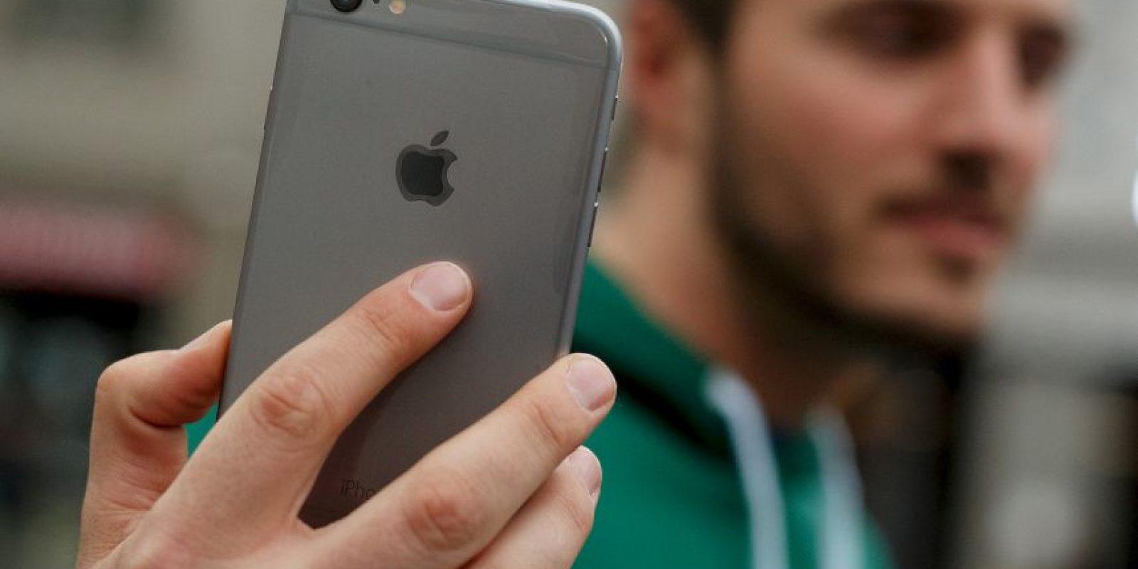 El nuevo iPhone 6 detecta las sonrisas y los parpadeos en modo ráfaga. Y también recomienda la mejor foto. Foto:Getty