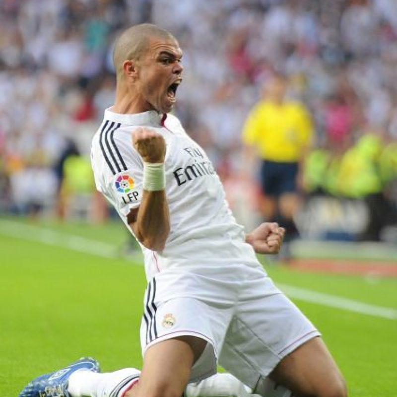 El famoso central del Real Madrid necesitó de tres temporadas para brillar en el fútbol de Europa. Entonces, los merengues pagaron 30 millones de euros por su fichaje. Foto:Getty Images