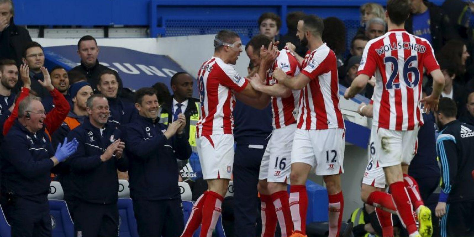 Chelsea y Stoke City reanudaron la acción de la Premier League este sábado. Foto:AFP