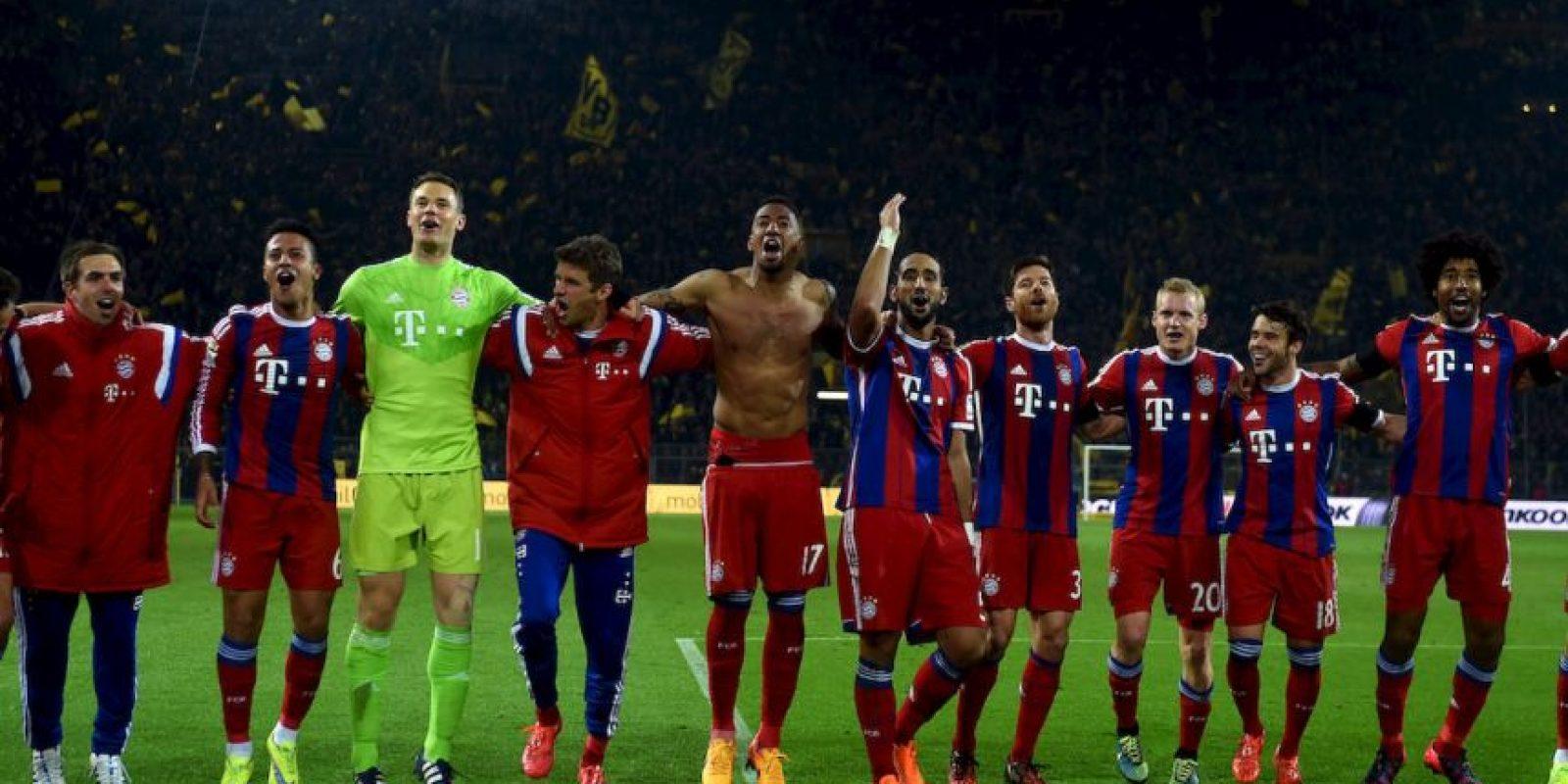 """En 2013, también insultaron a Mario Götze por dejarlos y marcharse al Bayern. """"¡Vete a la mierda, Götze!"""" fue el mensaje que mostraron los aficionados en una manta gigante. Foto:AFP"""